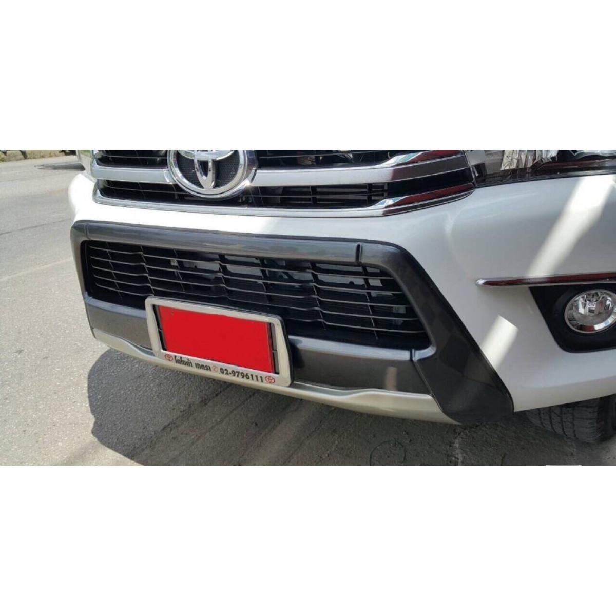 Накладка на передний бампер Toyota Hilux 2017